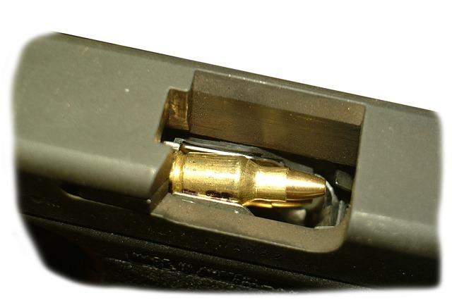 gun-835704_640