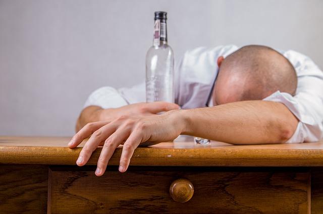 alcohol-428392_640 (1)